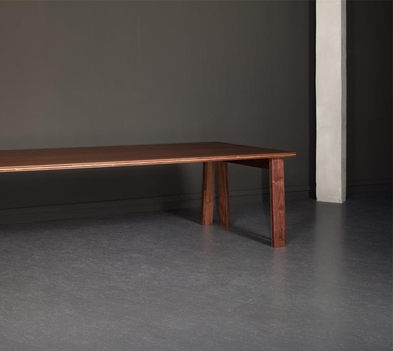 Table Satragno, designer Martin Szekely, édition Domeau et Pérès