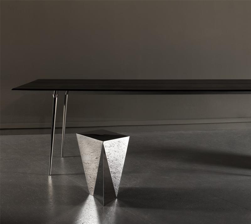 Table Upside DOwn, designer Odile Decq, édition Domeau et Pérès