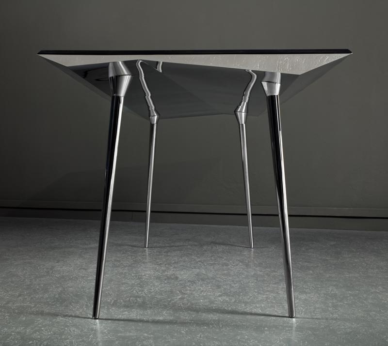 La table Upside Down, de la designer Odile Decq, réalisée par Domeau et Pérès