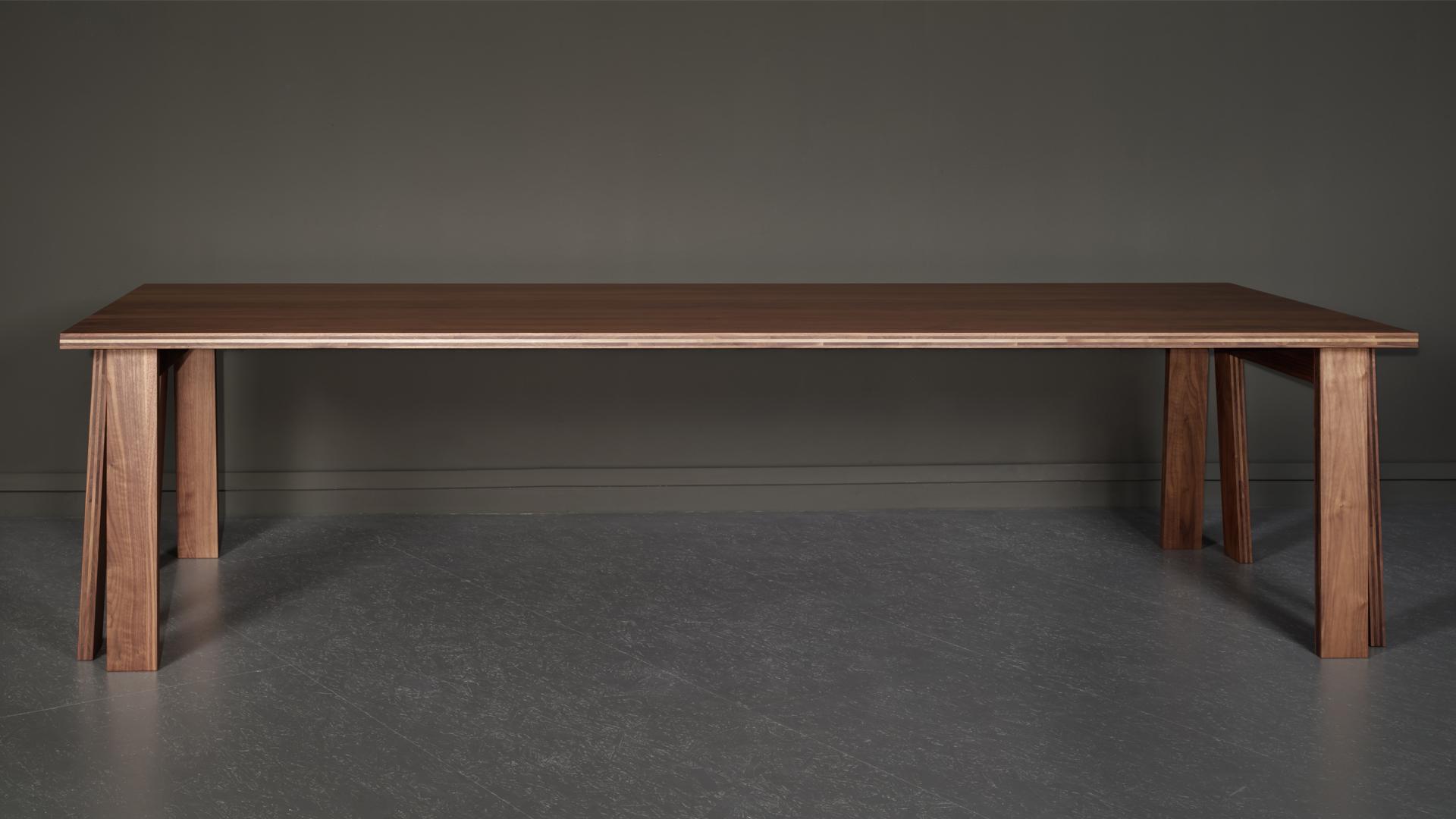 La table Satragno, du designer Martin Szekely, réalisée par Domeau et Pérès