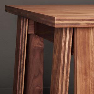 Pieds et coin de la table Satragno, du designer Martin Szekely, réalisée par Domeau et Pérès
