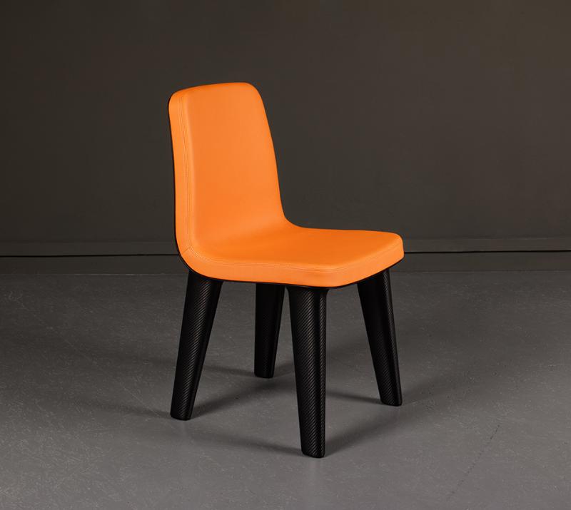 Carbone Chair orange et noir, designer Marc Newson, édition Domeau et Pérès